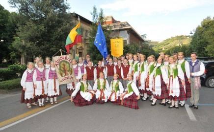 """""""Ąžuolėlio"""" šokėjų vasara Italijoje."""