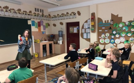 1 C klasės vaikus aplankė BARBIE lėlių kolekcininkė